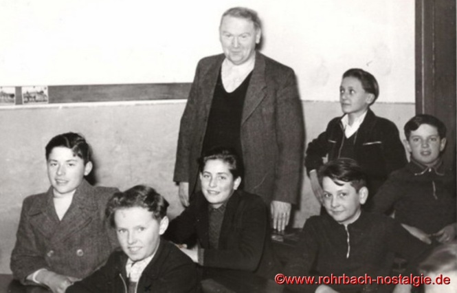 Friedrich Müller mit Schülern des Geburtsjahrganges 1938