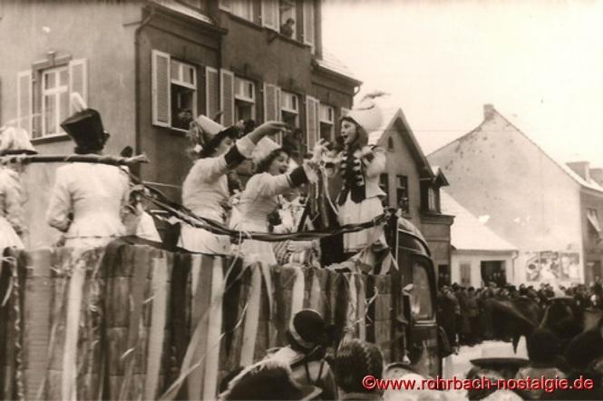 1955 Auf dem Prinzenwagen die Garde