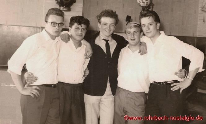 """1964 Die """"DRWD Combo"""" (späterThe Earls) spielt im Keglerheim Wolf beim Teenagerball. In der Mitte Frank Farian, der in der Zeit von 1964-1967 in Rohrbach im Gasthaus Zur Glocke (heute Bäckerei Jakobs) eine Discothek betreibt"""