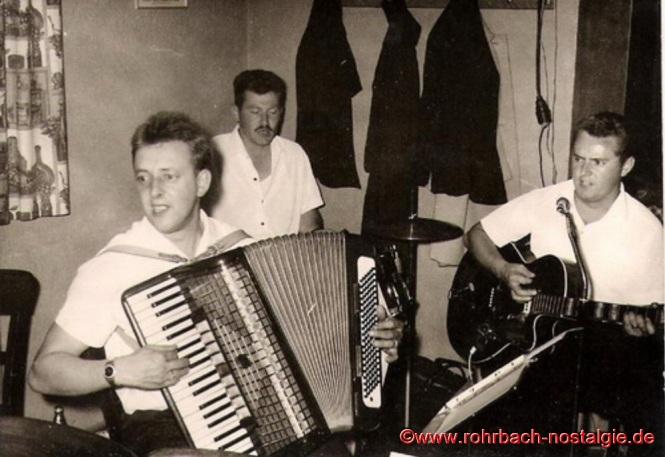 1965 Die Band der Bierkehlchen beim Sommerfest des Wanderclub Edelweiß: Charly, Schnorres und Günter