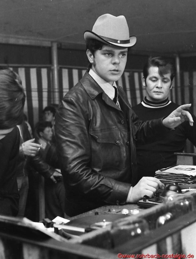 """Egon Wittmer aus Rohrbach, Jahrgang 1948, ist in den 60ern der erste Disc-Jockey im Saarland. """"Musik ist sein Leben"""" kann man mit Fug und Recht in einem Rückblick auf die Jahrzehnte sagen, in denen er als DJ in der saarländischen Musikszene in Discos und bei Festveranstaltungen landauf und landab bekannt ist"""