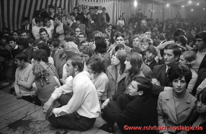 1968 Viele Zuschauer beim Rock'n Roll Wettbewerb in Rohrbach