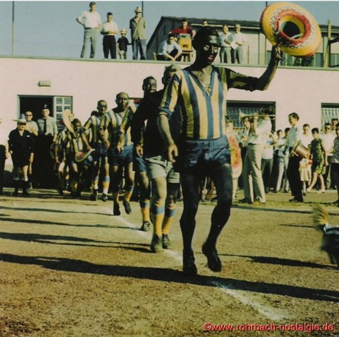 """Der wiedergenesene Capitano der """"Urus"""" Julinho (Julius Pfeifer) führt sein Team aufs Feld"""
