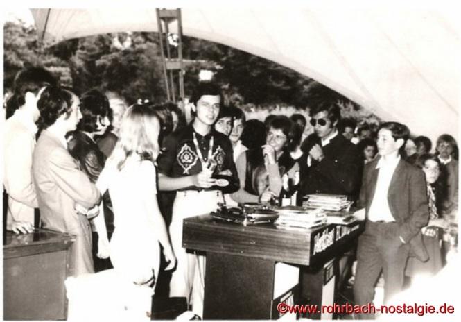 1969 DJ Egon beim Sommerfest im Deutsch-Französischen Garten in Saarbrücken