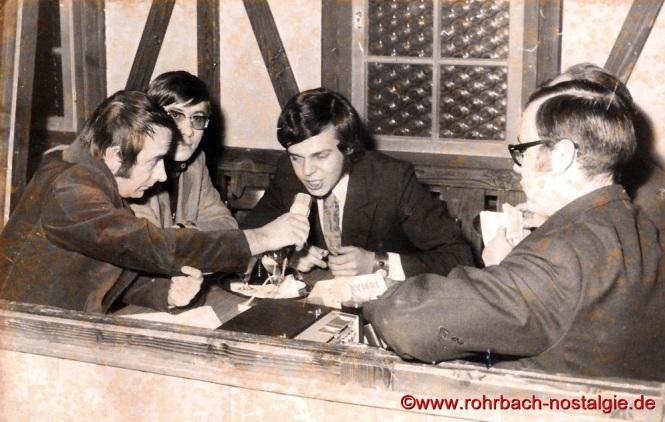 1970 Martin Arnhold von der Europawelle Saar und Egon Wittmer moderieren eine Sendung für die SOS Kinderdörfer