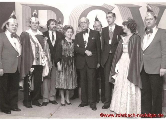 """Im Jahre 1983 organisiert der damalige Vorsitzende des Rohrbacher Karnevalsclubs """" Die Stampesse """" Hans-Joachim Stumpf anlässlich einer Kappensitzung ein Wiedersehen mit den noch lebenden Rohrbacher Prinzenpaaren der 50er Jahren"""