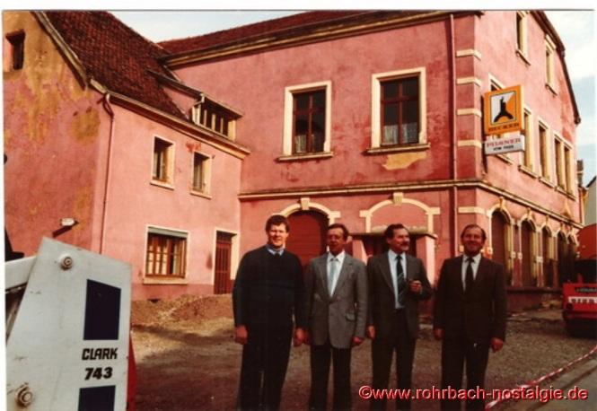 """1984 im Oktober kurz vor dem Abriss der Gaststätte Zur Post sagt man endgültig """"Goodbye"""""""