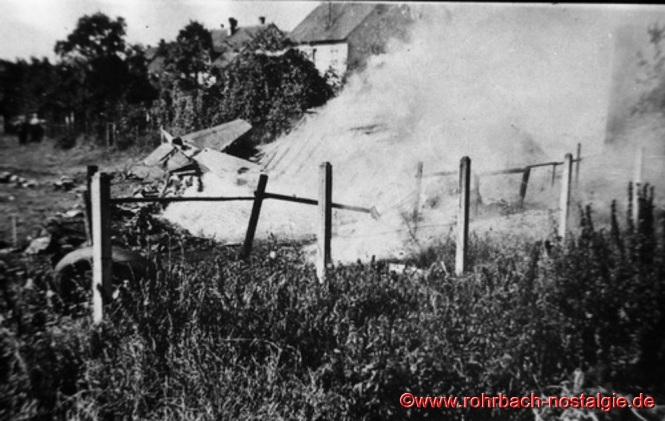 Das brennende Flugzeugwrack