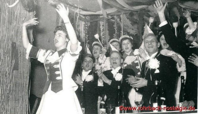 Vorne im Bild: Funkenmariechen Gerlinde Tillmanns