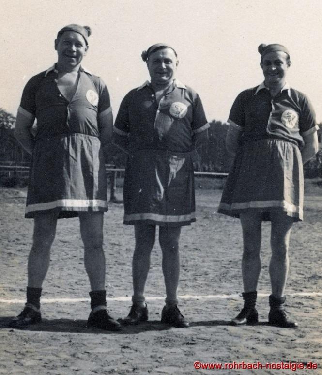 auf dem Foto von links: Oskar Backes (Milch Backes), Jakob Wolf (Bäcker Wolf) , Unbekannt