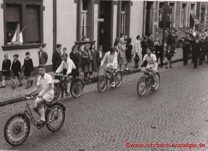 """Radfahrer vom Verein """"Siegeskranz"""""""