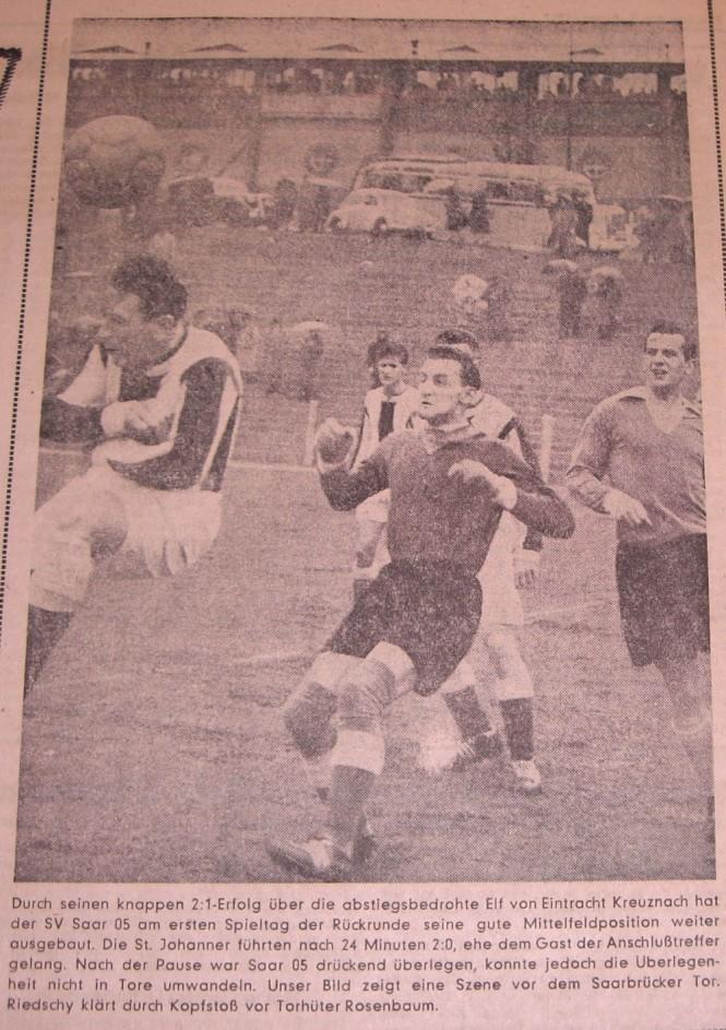 Walter Riedschy links auf dem Foto, in einem Oberligaspiel von SV Saar 05 gegen Eintracht Kreuznach