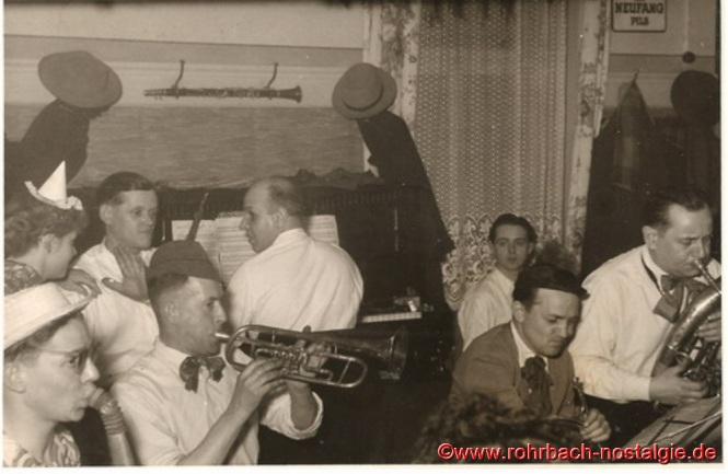 Um 1950 Die Tanzkapelle Max Deckarm (Pascha Max) im Gasthaus Persil