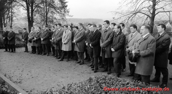 1966 an Buß- und Bettag: Totengedenken auf dem Rohrbacher Friedhof