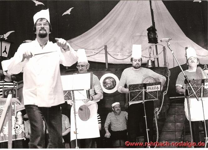 Smutje Norbert Feibel hat wie immer mit seinen Helfern ein vorzügliches, mehrgängiges Menü auf die Bühne gezaubert