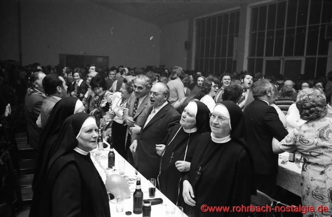 Auch die Nonnen sind am Schunkeln