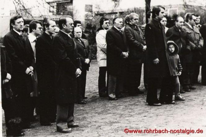 Bis ins Jahr 1978, also 30 Jahre nach dem Unglück gedenkt der Sportverein Rohrbach jedes Jahr an Buß - und Bettag in einem Gottesdienst in der Pfarrkirche St. Johannes seiner verunglückten Sportler. Anschließend zieht der Trauerzug von der Pfarrkirche zum Friedhof, um dort einen Kranz am Ehrenfriedhof niederzulegen