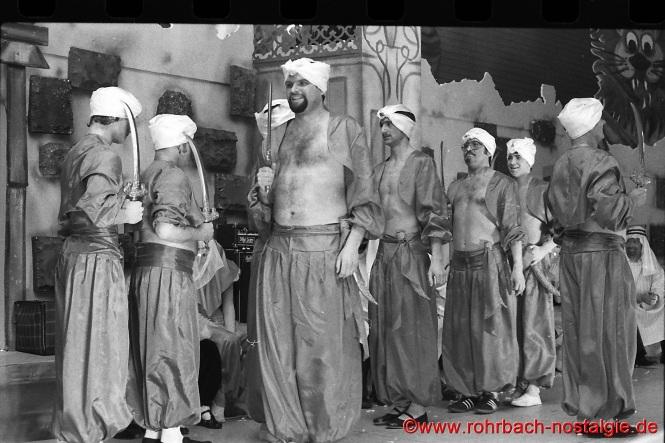 """Die Beduinen mit Ihrem Anführer """"Siding-Ben-Labbes"""" (Michael Allmannsberger)"""