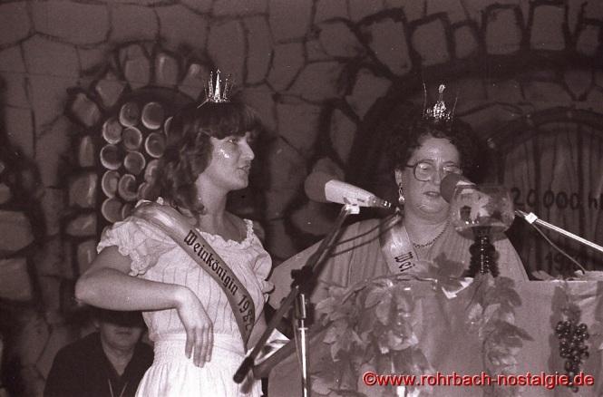 Weinkönigin Maria Abel mit Ihrer Mutter Maria in der Bütt