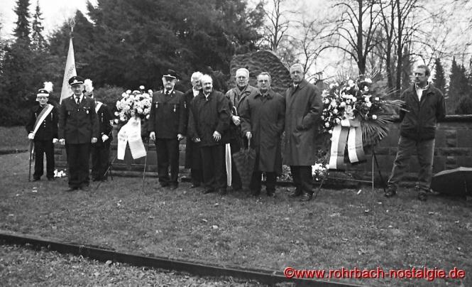 1998 Kranzniederlegung am neuerrichteten Ehrengrab der verunglückten Sportler
