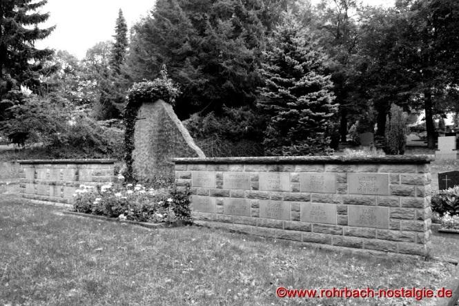 Im Jahre 1998 wurde die Gedenkstätte auf dem Rohrbacher Friedhof umgestaltet