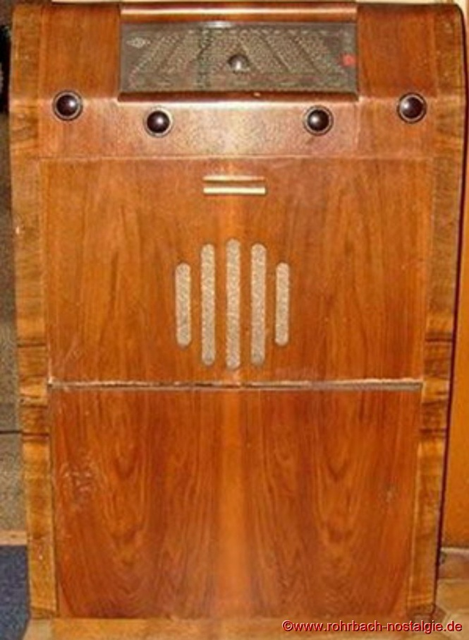 Im Jahre 1951 bringt die Firma JOBA ihren ersten Musikschrank mit Plattenspieler auf den Markt