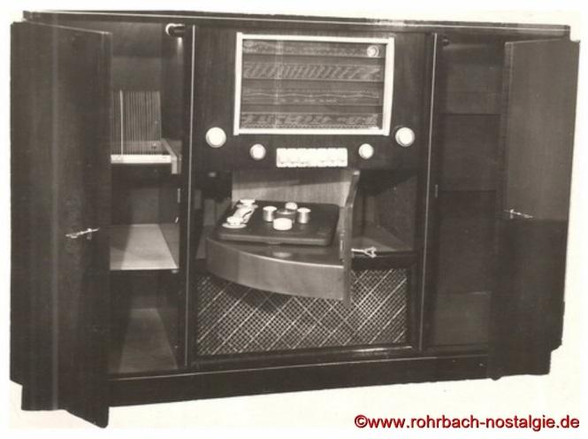 """Musikschrank JOBA Modell """" Präsident """" mit einem Tefifon, zum Abspielen von Schallbandkasetten, die wie Schallplatten mit einer Nadel abgespielt werden kann"""