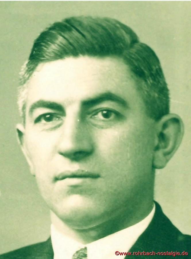 """Er ist als """"de Radio Bayer"""" eine Marke für sich. Unter der Marke """"JOBA"""" betreibt der Rohrbacher Josef Bayer nach dem 2.Weltkrieg erfolgreich eine von drei Radioproduktions-Firmen im Saarland. Man darf ihn daher zweifellos als """"Radiopionier"""" bezeichnen."""