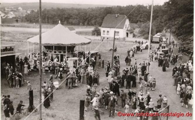 1938 Betriebsgemeinschaftsfest unterhalb des Kahlenberges (rechts vom Wohnhaus verläuft jetzt die Umgehungsstraße)