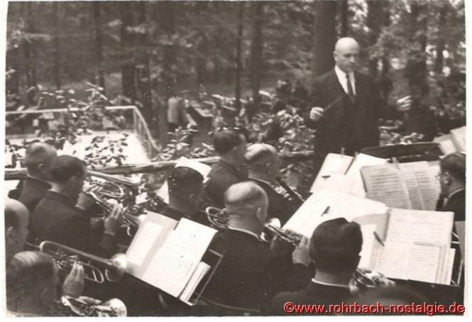 Die Musikkapelle Johann Schaar spielt zum Tanz und zur Unterhaltung