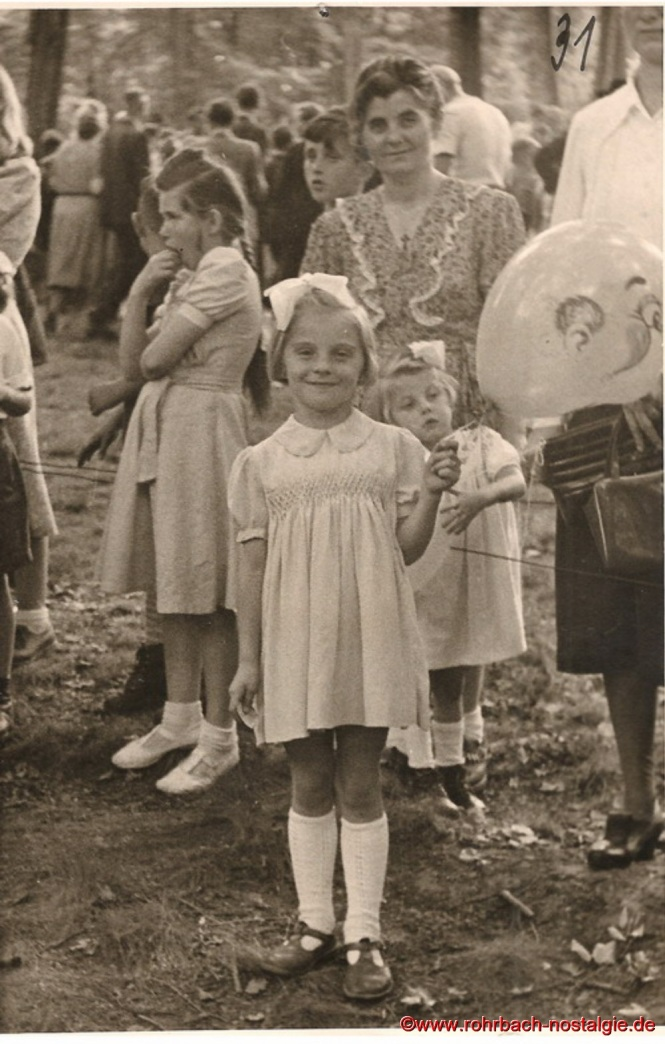 """Eigens für das Waldfest werden Luftballons mit dem Aufdruck """"Waldfest Heckel"""" hergestellt und an die Kinder verteilt"""