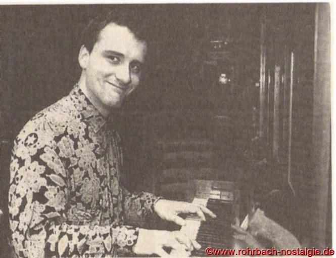 """Den zweiten Abend eröffnet die Band """"Jampagner"""" mit Jazzstandards. Das Quartett besteht aus Jörg Jacob am Klavier, Heinz Russie (Gitarre), Patric Grund (Bass) und Dominik Lang (Schlagzeug)"""