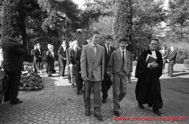 1987 Konfirmation in Rohrbach mit Pfarrer Wittlich
