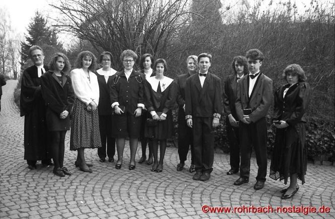 1991 Die Konfirmanden mit Pfarrer Wittlich