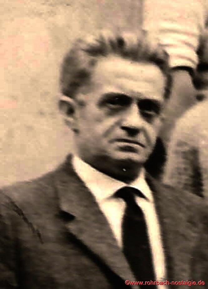 Lehrer Albert Böttler, ein gebürtiger Höchener, kommt im September 1956 als Rektor an die Evangelische Volksschule nach Rohrbach und unterrichtet dort bis zu seinem Tod 1966 und ist auf dem Friedhof in Rohrbach beerdigt