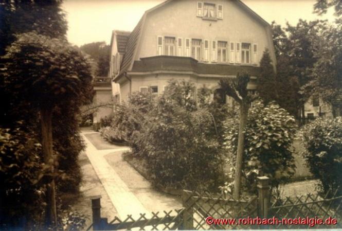 In dieser Villa der Firma Ernst Heckel wird 1908 die Evangelische Volksschule Rohrbach gegründet