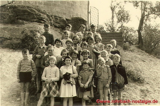 Um 1955 Wandertag an die Kirkeler Burg