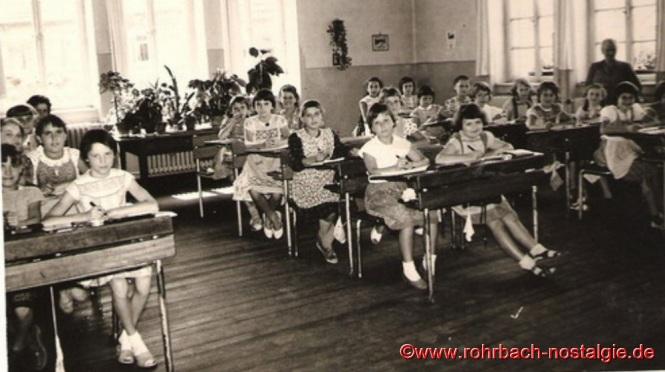 1956 Die Mädchen des Jahrganges 1948 in der Wiesentalschule