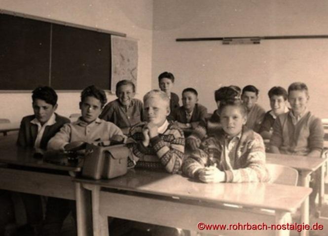 1963 Im 9.Schuljahr in der Johannessschule Auf dem Foto von links: Rainer Theodor, Gerd Liebl, Horst Diehl, Armin Klam, Richard Franz, Gerd Dietrich, Franz Zöllner, Manfred Rohe, Gerd Michaeli und Karl-Heinz Koch