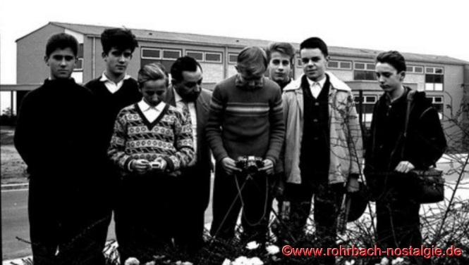1962 Fotokurs mit Lehrer Senzig. Auf dem Foto von links: Josef Bayer, Walter Meier, Lothar Burkhart, Lehrer Albert Senzig, Werner Hammann, Karl Abel, Egon Wittmer und Claus-Dieter Hardeck