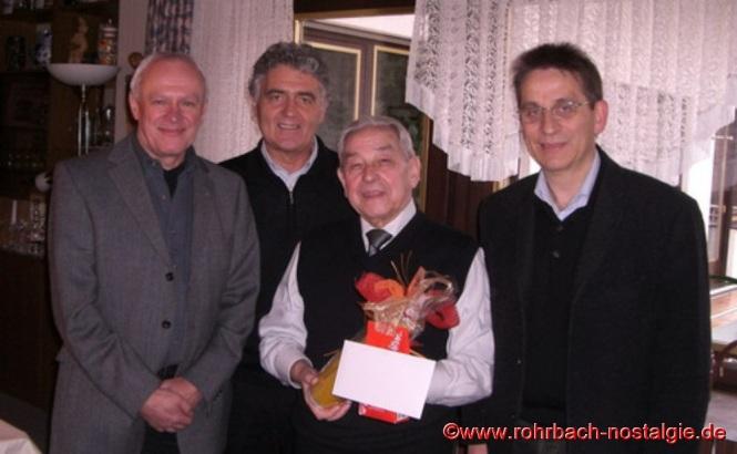 Zu seinem 80. Geburtstag am 6. Februar 2008 gratulieren die ehemaligen Schüler Horst Diehl, Wolfgang Kaiser und Karl Abel
