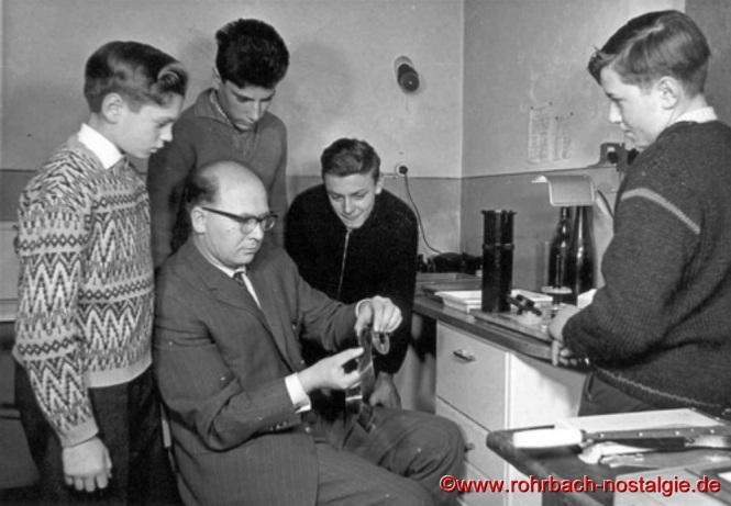 1962 Fotokurs mit Lehrer Alfred Tholl und den Schülern von links: Franz Zöllner, Gerd Michaeli, Horst Diehl und Kurt Oberhauser