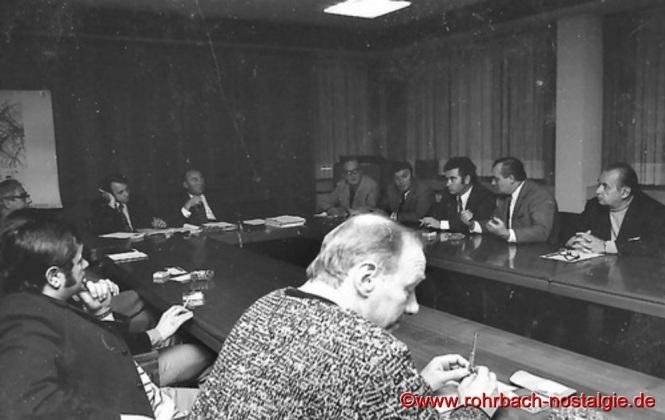 Um 1968 Der Gemeinderat von Rohrbach während einer Sitzung