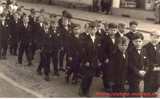 1957 Die Kommunionbuben des Jahrganges 1948 bei der Grundsteinlegung der St.Konradskirche