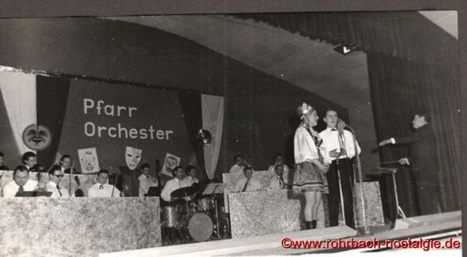 """1965 Operettenabend mit dem Kirchenchor unter dem Motto """"Schwarzwaldmädel"""". Hauptakteure waren """"Schwarzwaldmädel"""" Anita Schwarz und Günter Weiland"""