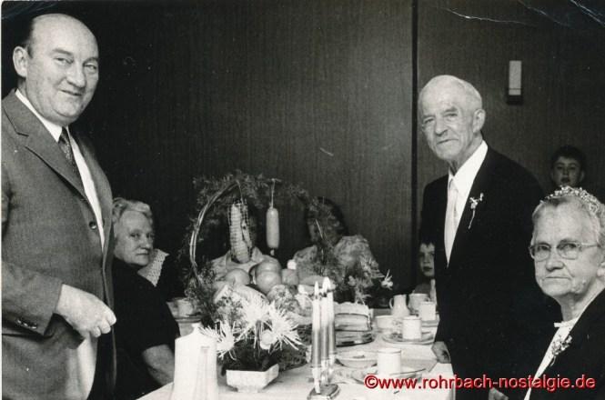 1970 Bürgermeister Walter Bettinger gratuliert Anna und Friedrich Leiner zur Goldenen Hochzeit