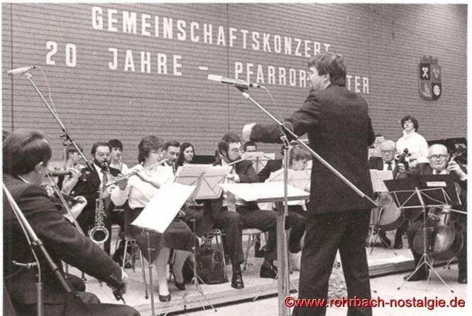 1983 feiert das Pfarrorchester in der Rohrbachhalle seinen 20. Geburtstag mit einem Gemeinschaftskonzert