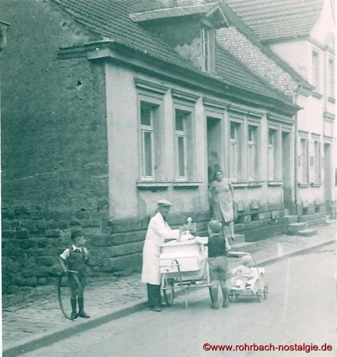 Friedrich Leiner vor dem Krieg beim Eisverkauf in der Spieserstraße (Schlawerie).