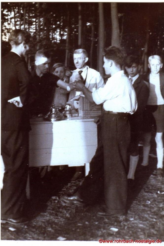1949 Friedrich Leiner beim Heckel Waldfest in der Au