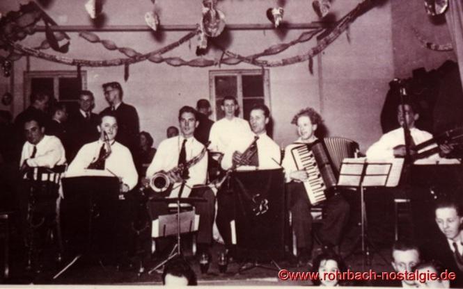 Um 1953 Die Sonny Boys hier in der Gartenwirtschaft des Gasthauses Rudi Schaar von links nach rechts : Fred Wagner, Elmar Pfeifer, Kurt Henrich, Ludi Schöfer, Alois Freiler, Herbert Mayer und Heinz Kroll